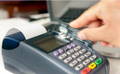 <b>POS机关闭自选商户, 养信用卡的人如何刷卡才安全</b>